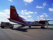 Из Запорожья в Киев самолетом транспортировали 3-летнюю девушку с тотальным поражением легких - фото 3