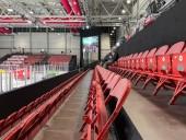 На ЧМ по хоккею в Латвии начали пускать зрителей: на матч между Россией и Беларусью - пришел один зритель - фото 1