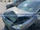 В Киеве авто с полным салоном древесины столкнулось с маршруткой - фото 3