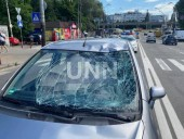 В столице авто сбило двух человек на пешеходном переходе - фото 2