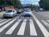 В столице авто сбило двух человек на пешеходном переходе - фото 1