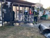 В Киеве сгорела дотла остановка. Предварительная причина - поджог - фото 7