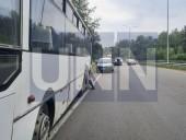 """Жуткая ДТП на Богатырской: водитель """"Газели"""" травмировал руку, а пассажир автобуса - голову - фото 11"""