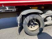 В столице столкнулись легковушка и почтовый грузовик - фото 1