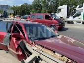 В столице столкнулись легковушка и почтовый грузовик - фото 3