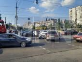 Не заметила, что на перекрестке два светофора: из-за ДТП на столичной Оболони образовался затор - фото 3