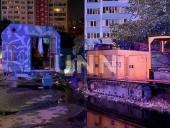 """Ночной пожар на Троещине: сгорел """"дом на колесах"""" для рабочих - фото 3"""