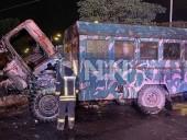 """Ночной пожар на Троещине: сгорел """"дом на колесах"""" для рабочих - фото 5"""