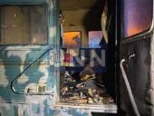 """Ночной пожар на Троещине: сгорел """"дом на колесах"""" для рабочих - фото 4"""