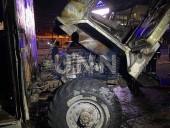"""Ночной пожар на Троещине: сгорел """"дом на колесах"""" для рабочих - фото 1"""
