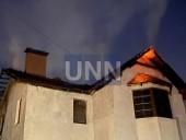 Ночной пожар на Троещине: почти полностью выгорел дом, есть пострадавший - фото 6