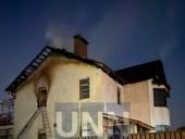 Ночной пожар на Троещине: почти полностью выгорел дом, есть пострадавший - фото 4