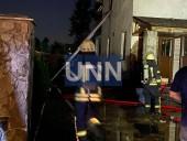 Ночной пожар на Троещине: почти полностью выгорел дом, есть пострадавший - фото 5
