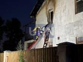 Ночной пожар на Троещине: почти полностью выгорел дом, есть пострадавший - фото 3
