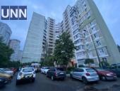 В Дарницком районе Киева разбился насмерть мужчина, выпав из окна многоэтажки - фото 1
