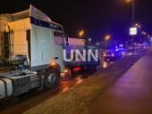 Ночная двойная авария в Киеве: грузовик влетел в легковушку - фото 3