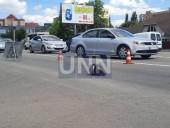 В Броварах водитель грузовика вылетел на встречную полосу и сбил мопед: как минимум один человек погиб - фото 2