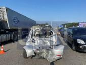 Неудачный маневр: на Житомирской трассе произошла масштабная ДТП с участием четырех легковых авто и бензовоза - фото 6
