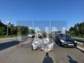 Неудачный маневр: на Житомирской трассе произошла масштабная ДТП с участием четырех легковых авто и бензовоза - фото 1