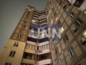 В Киеве женщина выпала из окна многоэтажки: подозревают убийство - фото 2