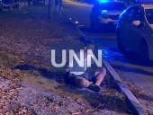 Растрощили троллейбус и плевали в полицейских: двое дебоширов наделали шума в центре столицы - фото 8