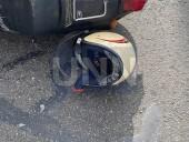 В Киеве двое парней на мопеде на полной скорости влетели в грузовик - фото 5