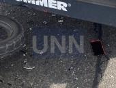 В Киеве двое парней на мопеде на полной скорости влетели в грузовик - фото 4