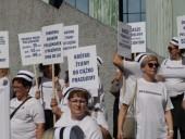В Варшаве тысячи медиков вышли на акцию протеста - фото 1