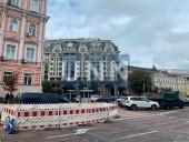 Возле здания Главного управления полиции в Киеве прорвало трубу - фото 3