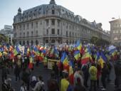 В столице Румынии тысячи людей протестовали против новых COVID-ограничений - фото 1