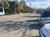 Полиция не зафиксировала серьезных нарушений правопорядка на акции, проходящей под домом Порошенко - фото 3