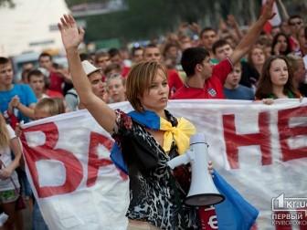 """У Кривому Розі пройшов марш-мітинг на підтримку відродження """"Кривбасу"""" (фото)"""