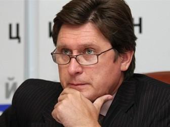 Парламент Украины сам уже ничего не решает - политолог