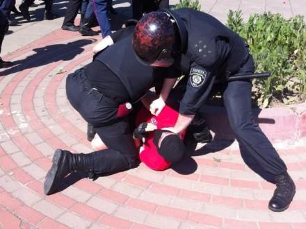 На Оболонской набережной произошла стычка, ранен милиционер