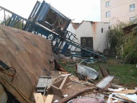 УЧернівцях набудівельному майданчику впав кран