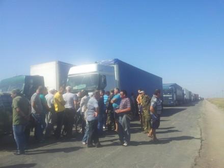 Кабмін заборонив переміщення вантажів доКриму