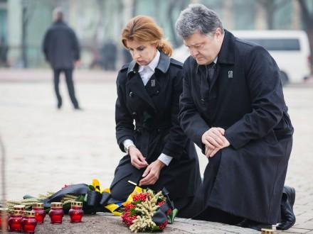 Президент із дружиною вшанували пам'ять жертв Голодомору