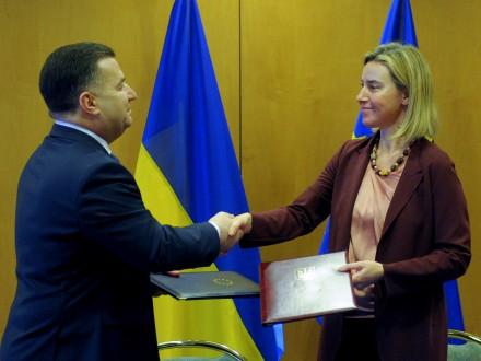Полторак и Могерини подписали соглашение между Минобороны и Европейским оборонным агентством