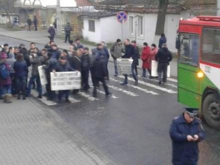 УЛуцьку страйкарі перекрили вулицю біля міської ради