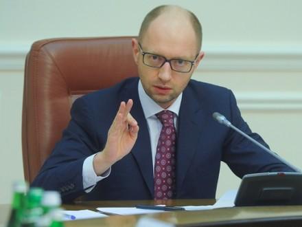 Яценюк: Кабмін запроваджує мораторій навиплату боргуРФ