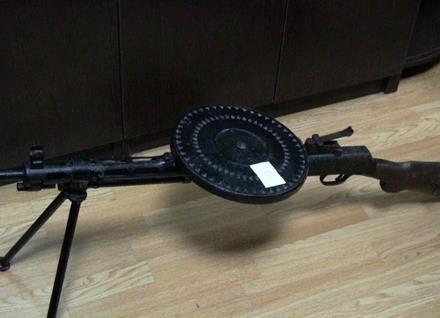 УКиєві затримали продавця ялинок, який пропонував покупцям щейкулемет