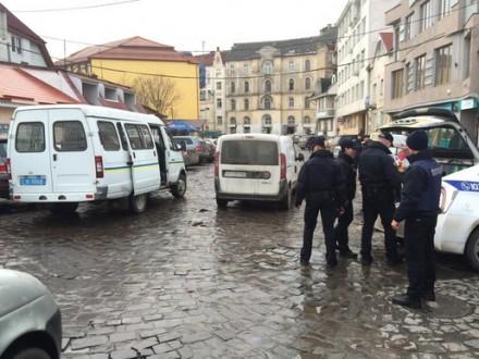 Поліція про «замінування» автомобіля вУжгороді: Вибухівку незнайшли