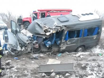 У Кіровоградській області зіткнулися два рейсові автобуси, постраждали 10 людей