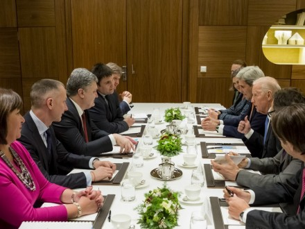 Порошенко близько чотирьох годин спілкувався зБайденом про Україну