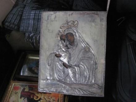Пресвята Богородиця в багажнику