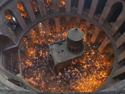 УХрамі Гробу Господнього в Єрусалимі зійшов Благодатний вогонь