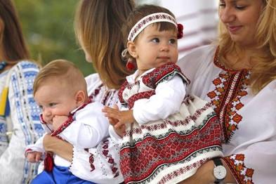 День вишиванки відзначають в Україні – новини на УНН  a7eee88b3476a