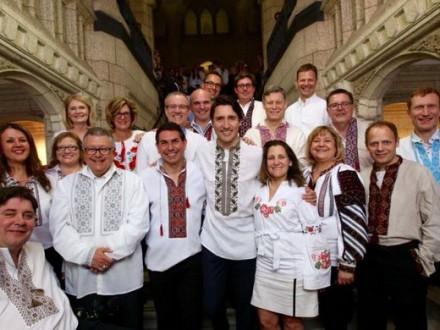 Прем єр Канади одягнув українську вишиванку – новини на УНН  5d22d2179fef7