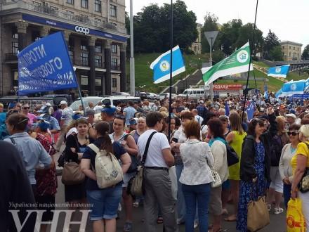 Вцентре столицы Украины произошли столкновения митингующих сНацгвардией