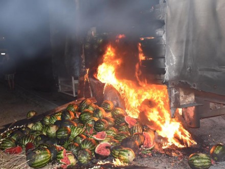 Гордеев помог потушить загоревшуюся натрассе фуру сарбузами